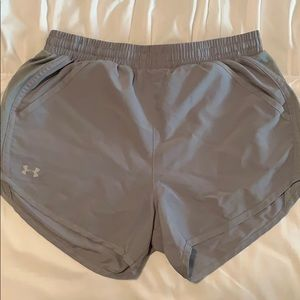 Gray under armor work out shorts w/ pockets!